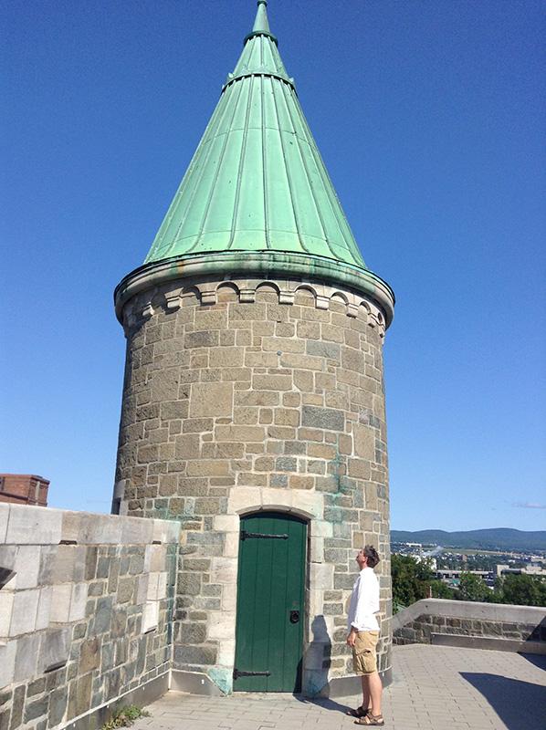 oldtownquebec-wallturret-leelooking