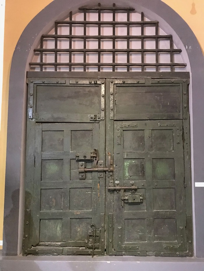 hoa_lo_prison-cellblockdoor