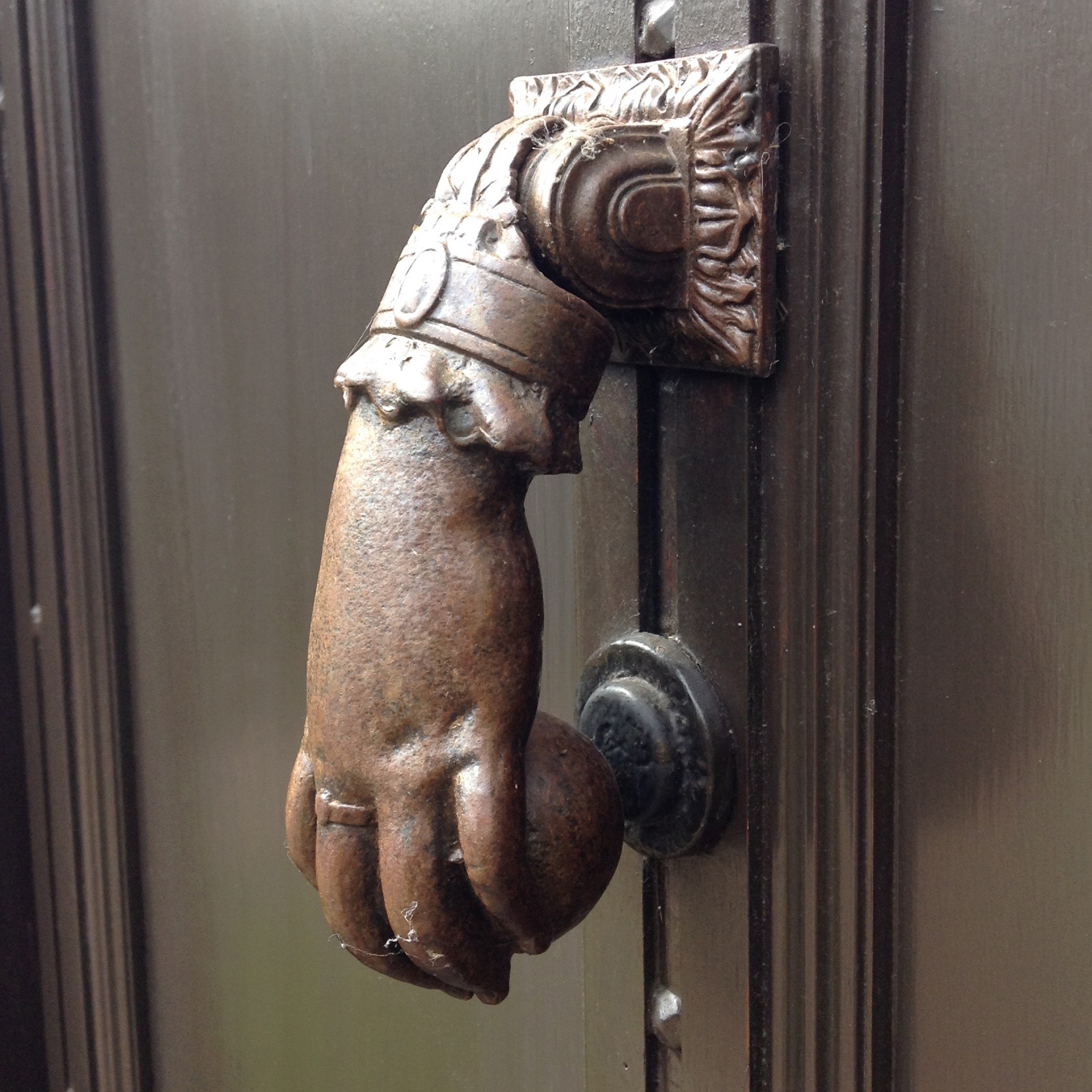 ChippingCampden-handdoorknockerside